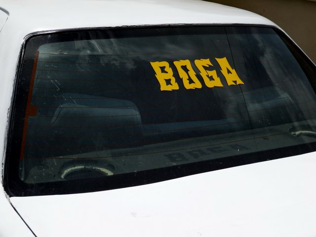 Sign on car window - Boga