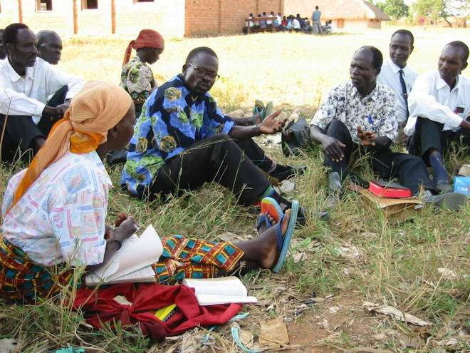 Congolese study the Bible in their languages in Ariwara