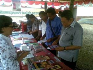 Selling Scripture in 13 different languages at a church annual meeting in Indonesia (Photo: David Moore)