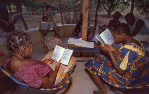 Ladies' Bible study in the Nouni language of Burkina Faso in fulfillment of OT prophesies