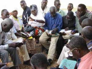Congolese discuss what they have read in their Bibles