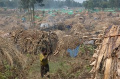 Camp for displaced people in Congo, photo Julien Harneis