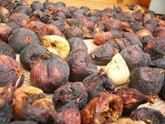 Dried figs: Photo courtesy of Mburnat via Wikipedia commons